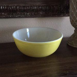 Vintage Pyrex mixing bowl yellow  #404 farmhouse